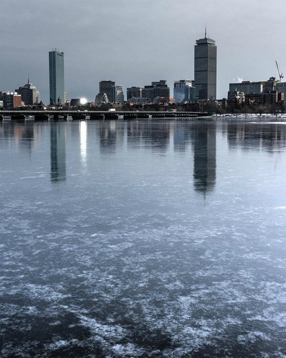 Замерзшая река.