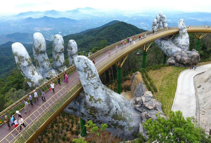 Мост, опирающийся на руки.