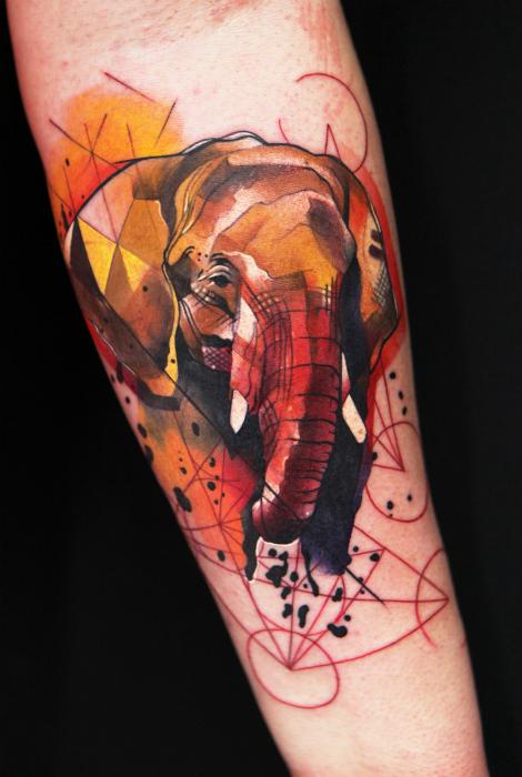 Татуировка с изображением слона.