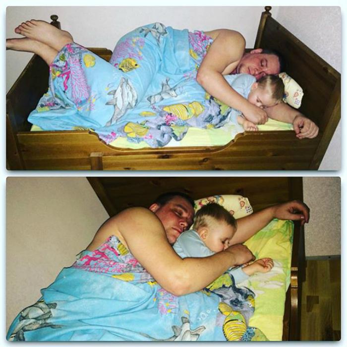 Когда укладывает ребенка спать, всегда засыпает первый.