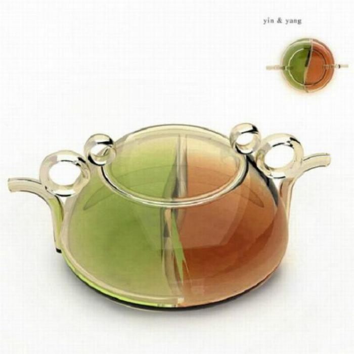 Заварник, в котором можно заваривать черный и зеленый чай одновременно.