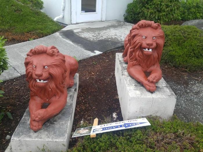Странные львы.