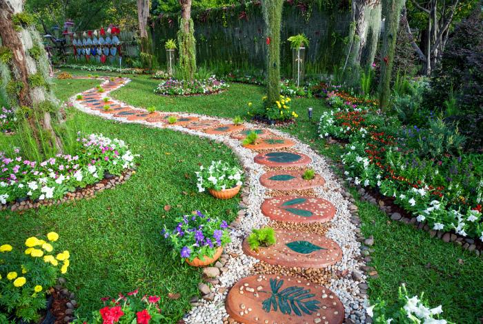Дизайнерская садовая дорожка. | Фото: planttree.in.