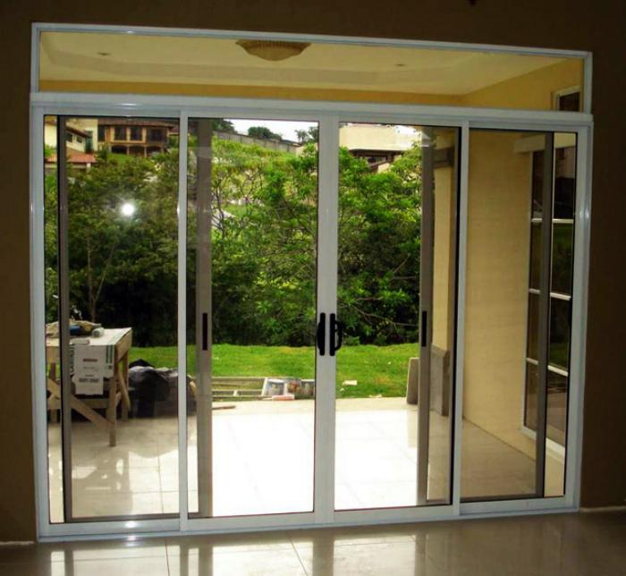 Дом со стеклянными дверями. | Фото: Гласстрой.
