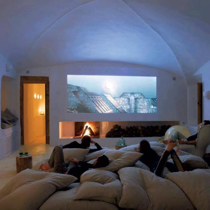 Кинотеатр в спальне.
