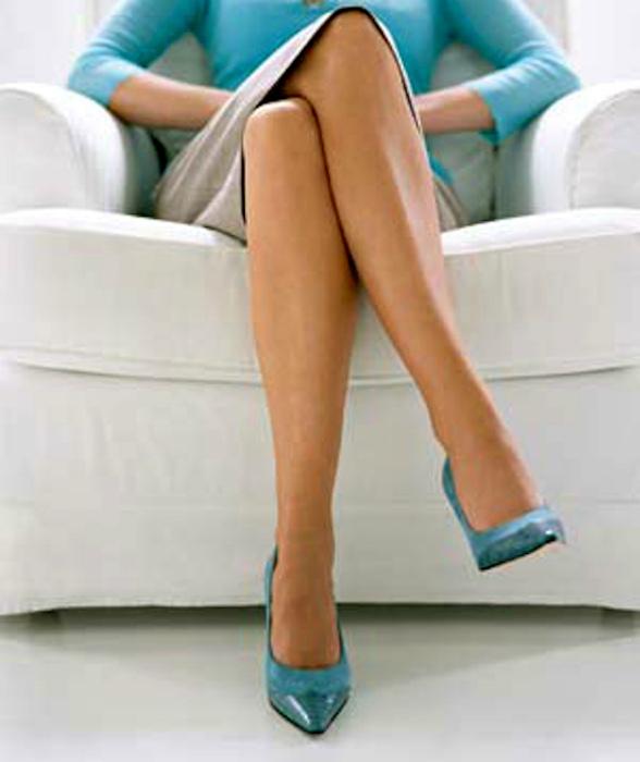 Привычка сидеть со скрещенными ногами.