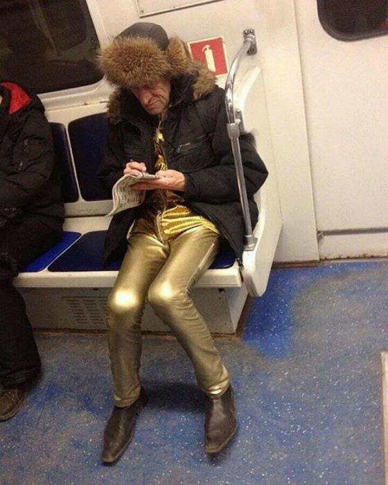 В восхитительных штанах.