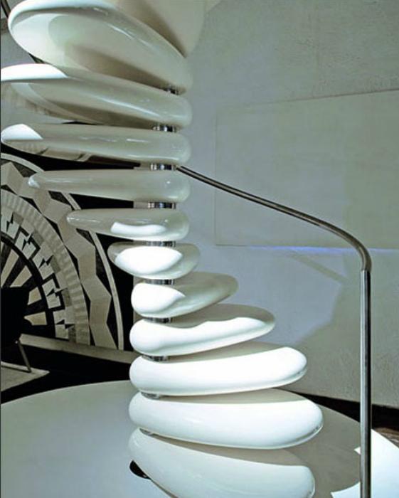 Потрясающая лестница из бетона.