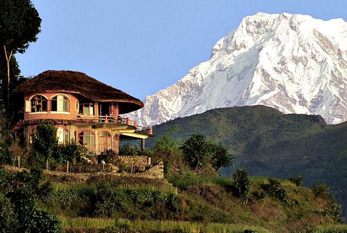 Роскошный особняк с видом на Гималаи.