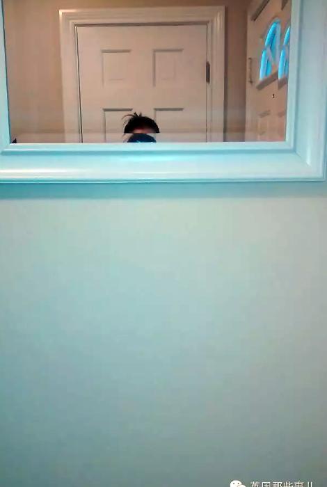 Зеркало в ванне.