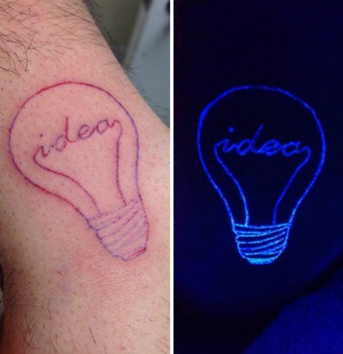 Татуировка с изображением лампочки.