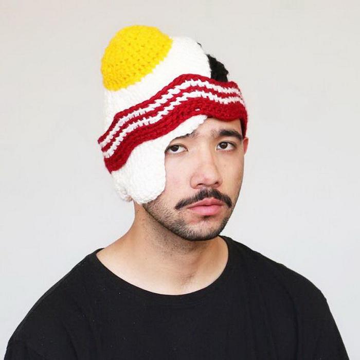 Вязанная шапка для больших фанатов яичницы.