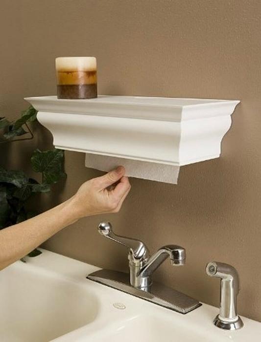 Спрятать рулон бумажных полотенец.