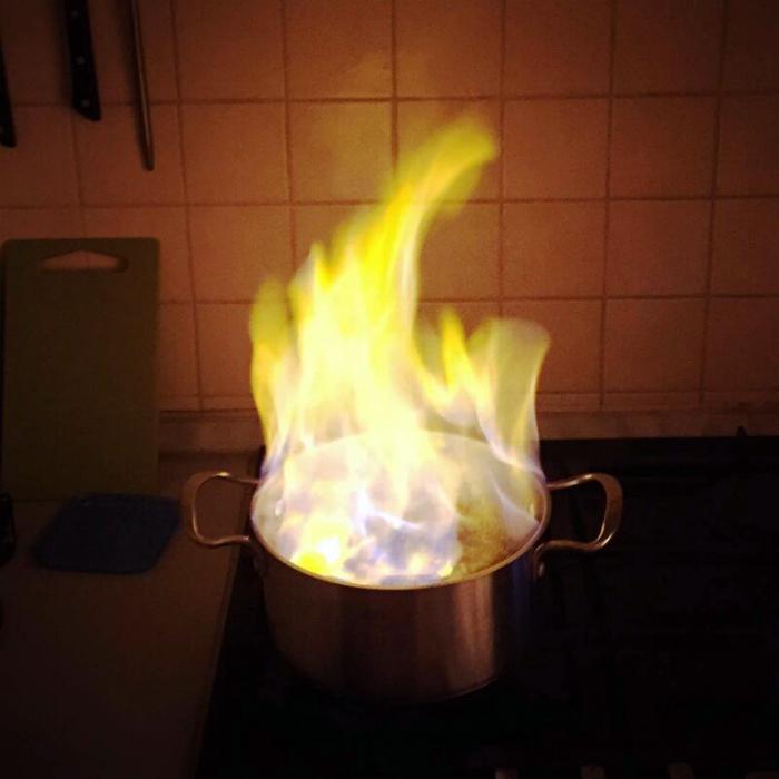 «Дорогая, а если вода горит – это значит, что блюдо готово!» | Фото: Liked.