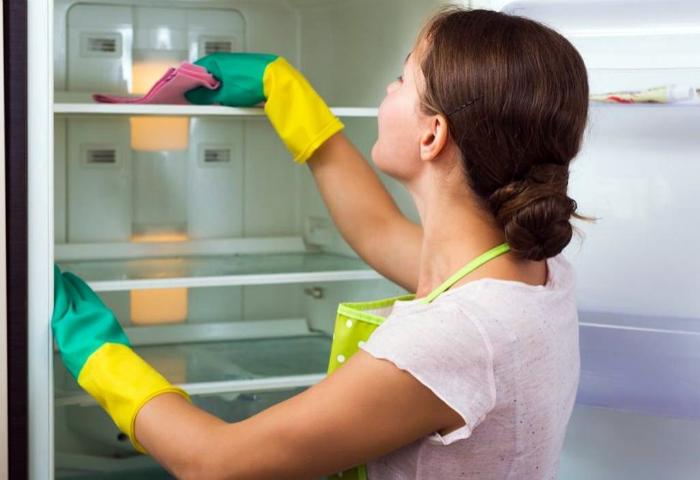 Средство для чистки холодильника.