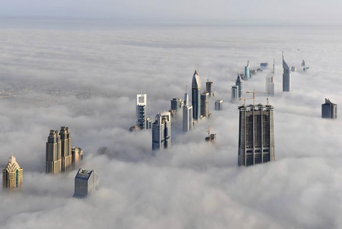 Небоскребы в тумане.