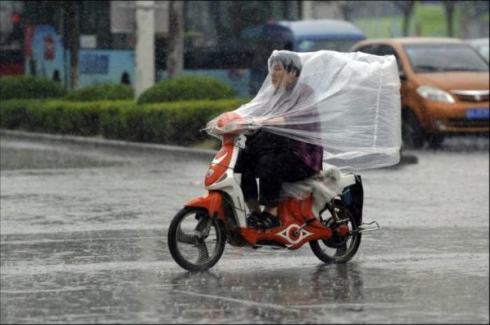 Альтернатива зонту. | Фото: Dailymotion.