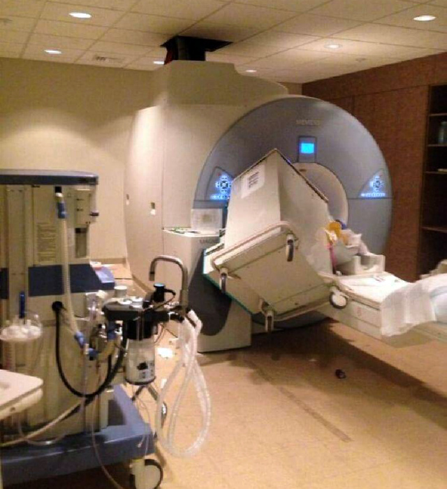 Неприятный случай с томографом.   Фото: pixmafia.com.