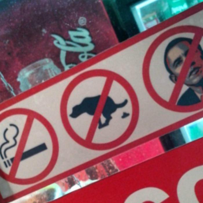 Нельзя курить, гадить и заходить с Бараком Обамой.
