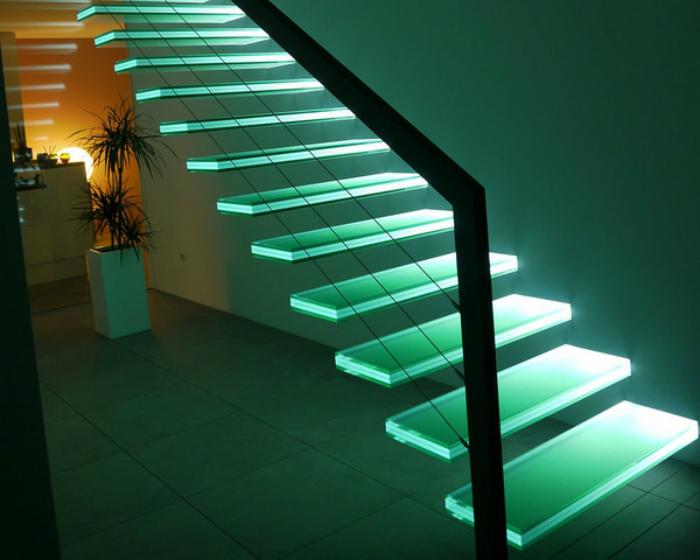 Консольная лестница с подсветкой. | Фото: SolidSmack.