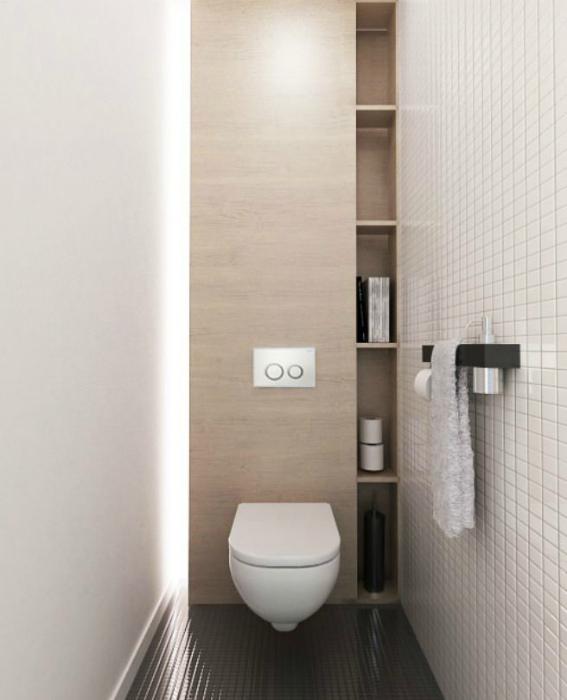 Светлый лаконичный туалет.