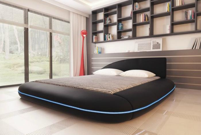 Дизайнерская кровать черного цвета.