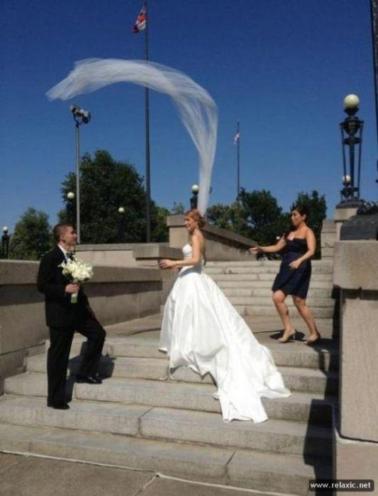 Фата невесты неожиданно ожила.