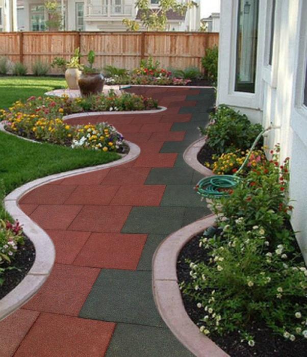 Дорожка с контрастной плиткой. | Фото: Home Decor Ideas.
