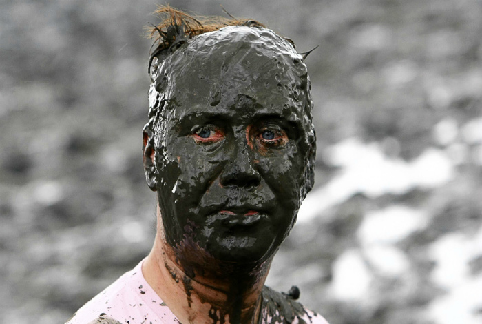 Макнули в гряз лицом. | Фото: eBaum's World.