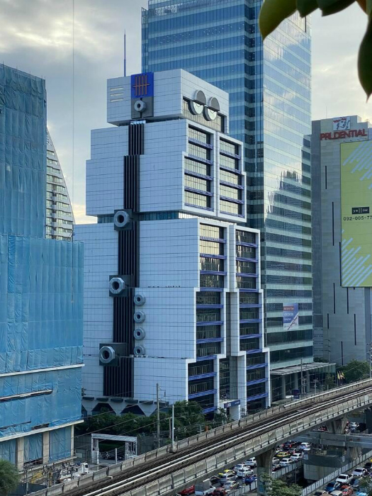Интересный небоскреб в Бангкоке.   Фото: klikabol.com.