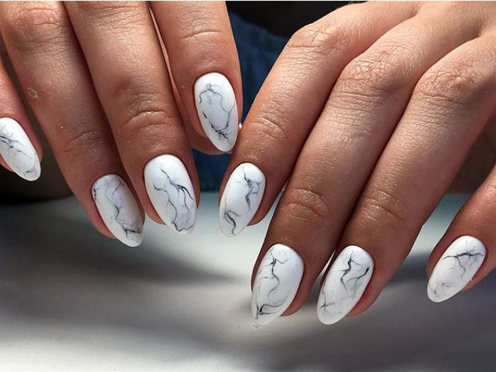 Покрытие ногтей под мрамор.