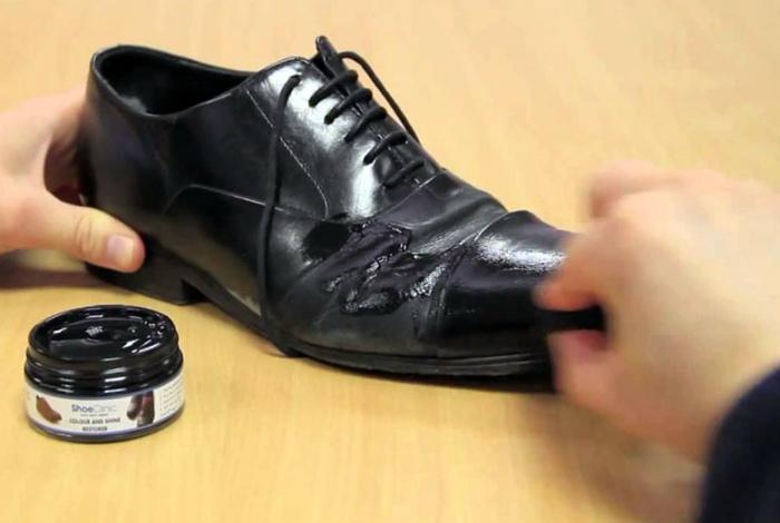 Устранить заломы на кожаных изделиях. | Фото: gremadm.ru.