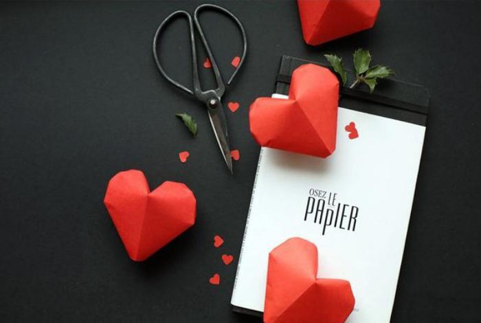 Объемные сердца из бумаги.