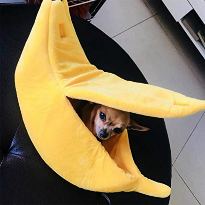 Лежанка в виде банана. | Фото: Amazon.com.