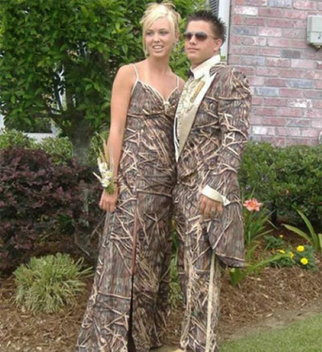 Эта пара решила одеться на выпускной деревьями!?