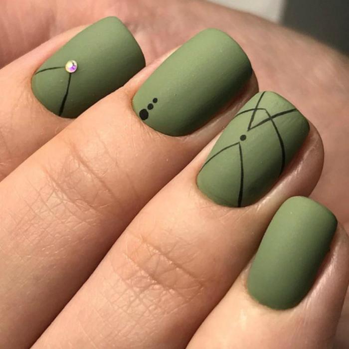 Маникюр в зеленом цвете.