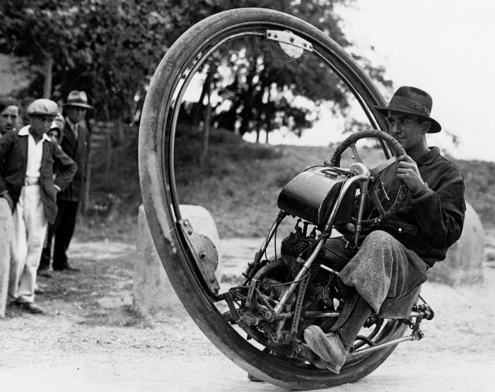Необычное транспортное средство, которое отличалось плохим обзором и управляемость, а также отсутствием гидравлики. 1930 год.