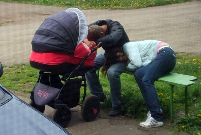 Молодые родители.