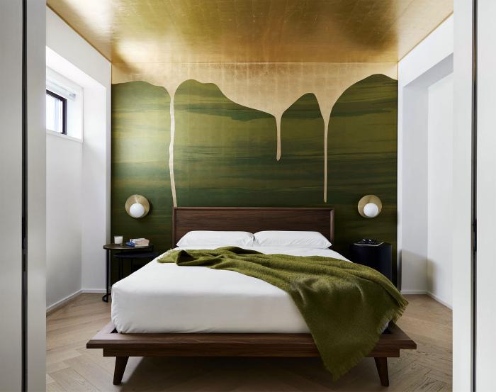 Акцентная стена в спальне. | Фото: Gessato.