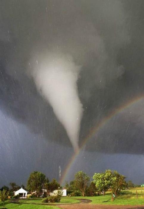 Arco iris y tornados.