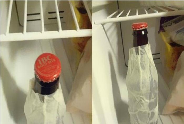 Бутылка, обернутая влажной салфеткой, охладится в холодильнике за несколько минут.