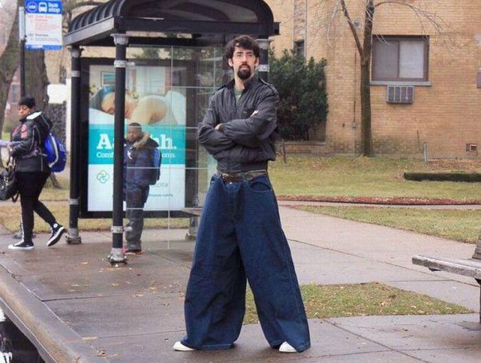 Очень широкие штаны.