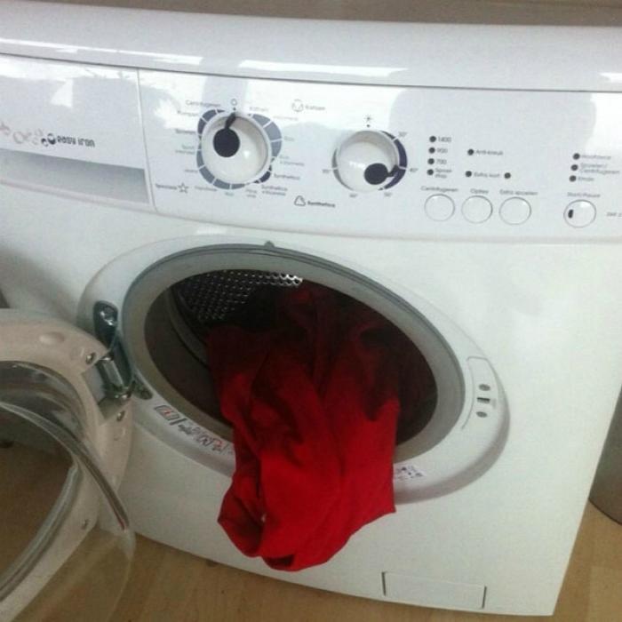 Уставшая стиральная машинка.