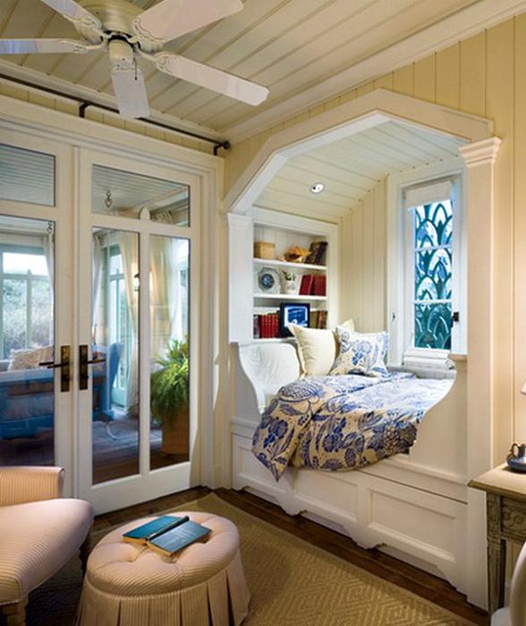 Кровать у окна. | Фото: dom-and-sad.ru.
