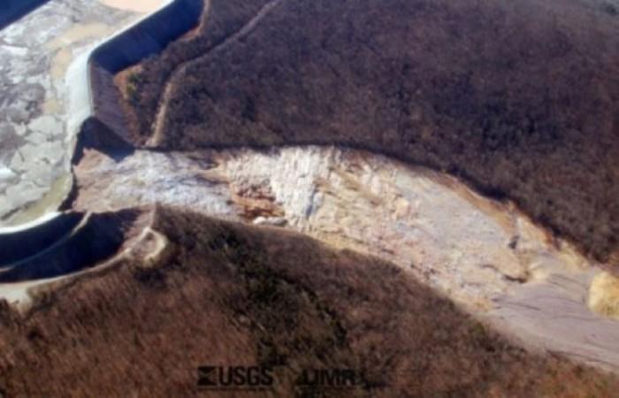 В августе 2007 в китайской провинции Ханань рухнул только построенный 268-метровый мост через реку Туо. Катастрофа произошла во время демонтажа строительных лесов. В результате аварии погибло 30 человек, 60 - получили ранения, более 10 - пропали без вести.