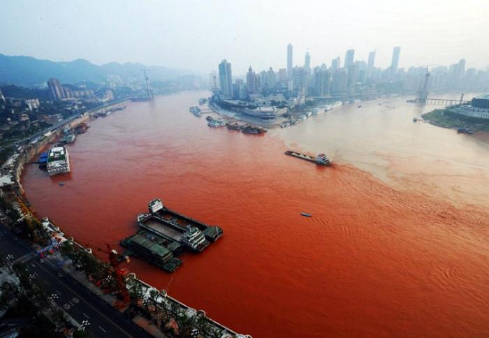 Загрязненная вода в Китае.