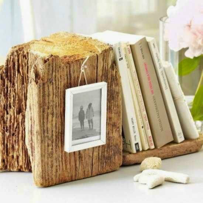 Подставки для книг и фотографий.