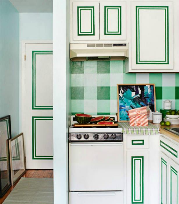 Кухонный фартук, украшенный клеенкой.