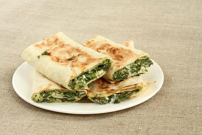 Рулет с сыром и зеленью.
