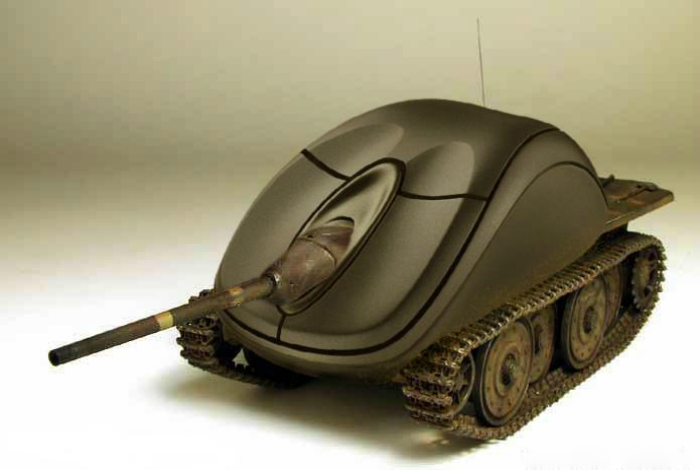 Необычная компьютерная мышка в виде танка.